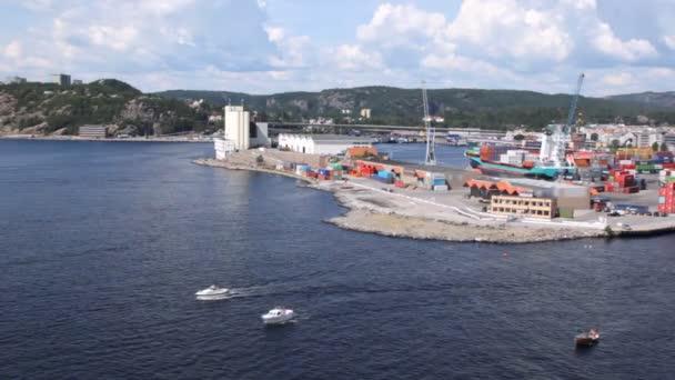 Adriai húz el a cargo port termináljának