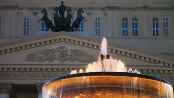noční osvětlení na kašny poblíž Bolšoj divadelní budova