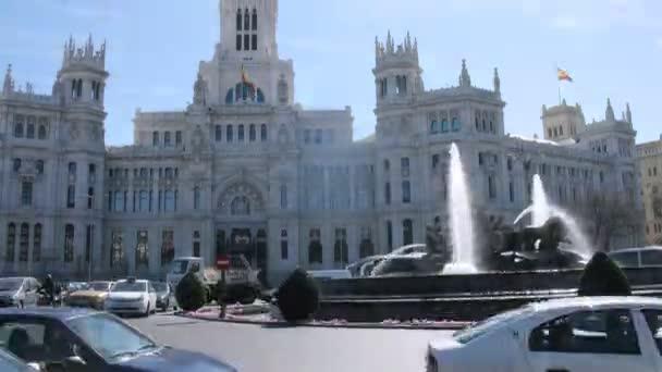 příspěvek palác stojí na náměstí centrum sibeles