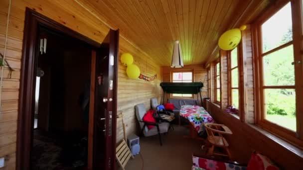 Různé nábytek stojan na verandě dřevěný dům