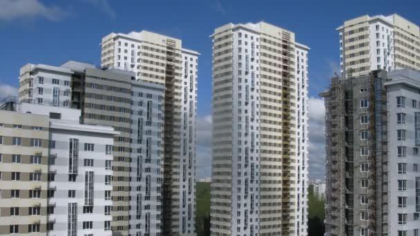 nové stavby stojí proti obloze, sídliště Lossiny Ostrov