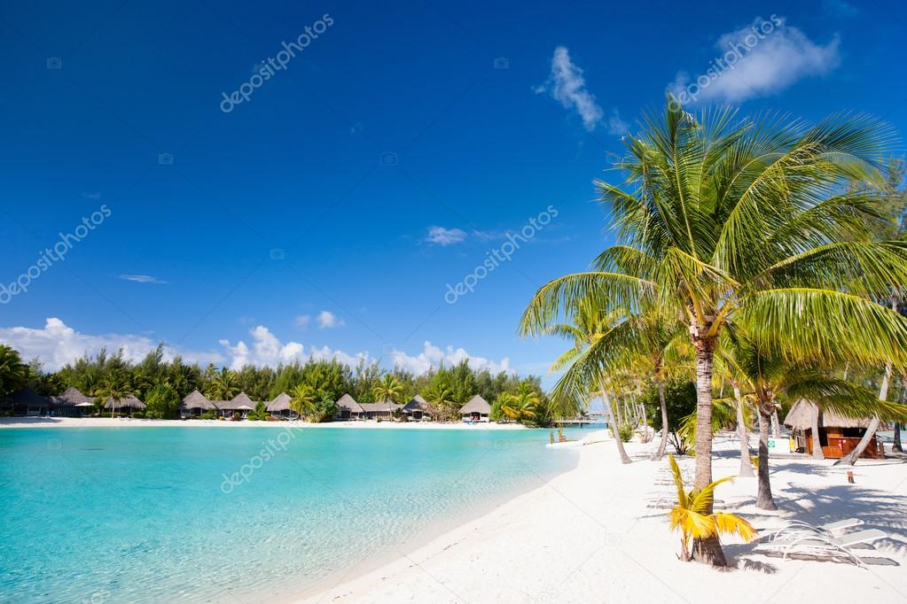 Фотообои Красивый пляж на Бора-Бора