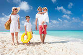 Fotografie Family on a tropical beach vacation