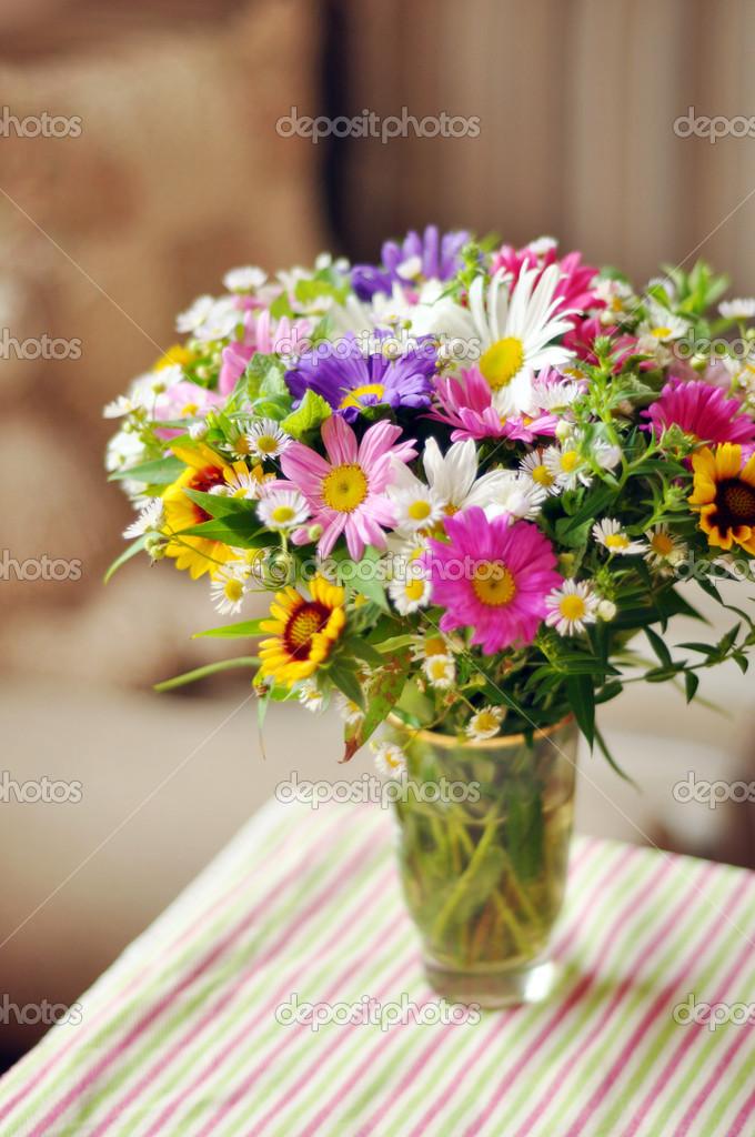 Фото цветов на столе