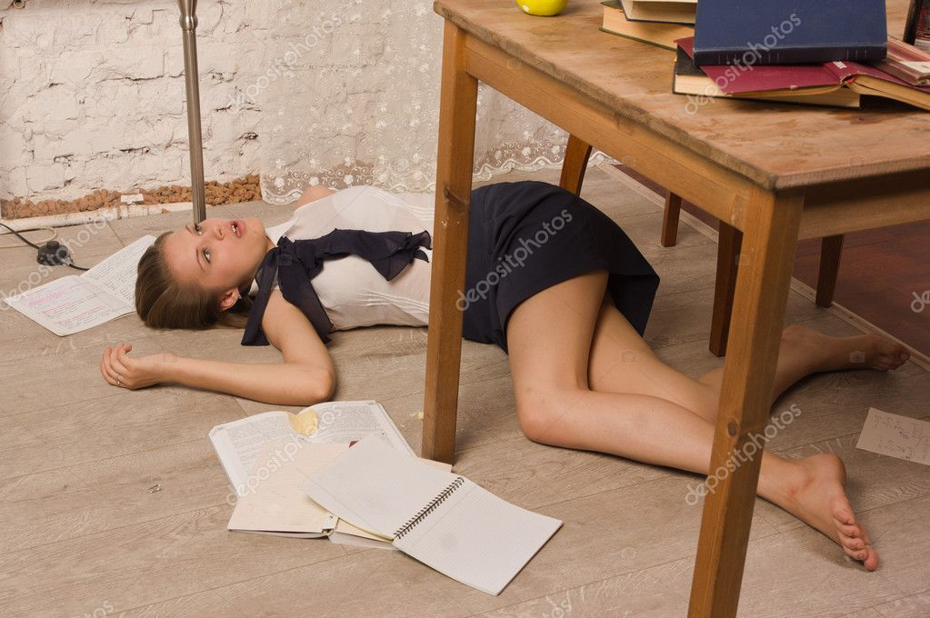 усыпил и трахнул девку на столе - 9