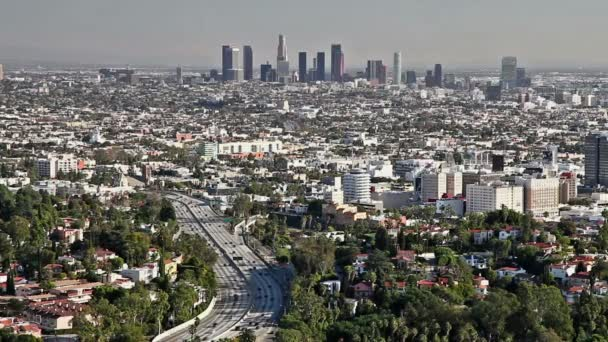 Los angeles city view s provozem na dálnici