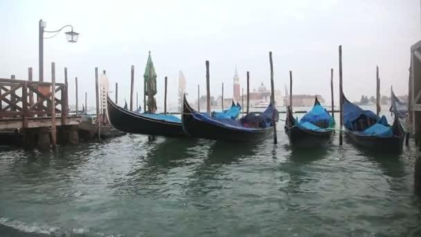 a pier és megtekintése san giorgio maggiore sziget a velencei gondolák