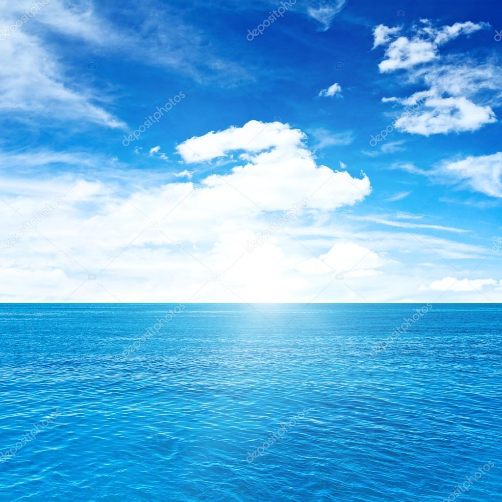 Фотообои Tropical clouds and sea