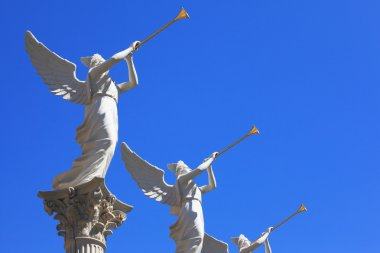 The statues of winged troubadours