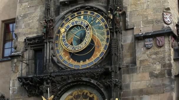 Pražský orloj (Praha orlojem) na staré náměstí