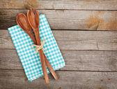 Vintage kuchyňské potřeby dřevěný stůl
