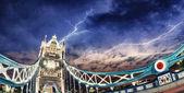Fotografie noční barvy tower bridge - Londýn
