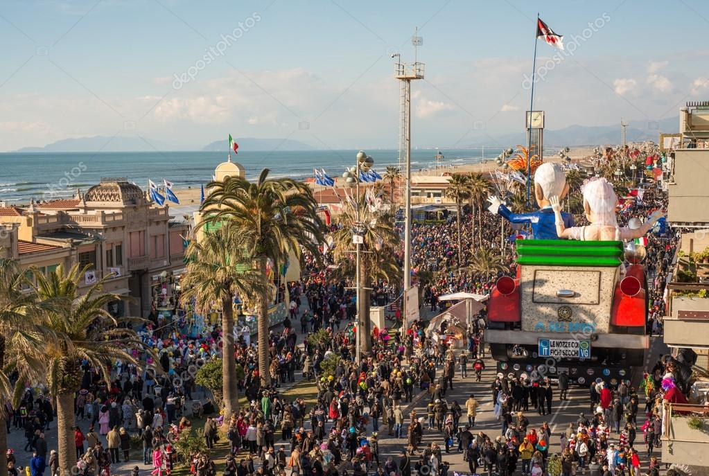 VIAREGGIO, ITALY - FEB 10: The parade of carnival floats, Februa