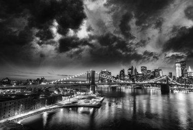 Amazing night in New York City - Manhattan Skyline and Brooklyn