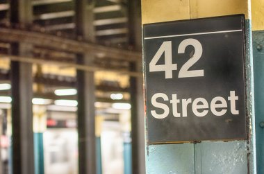 42 st subway sign in New York City
