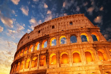 Wonderful view of Colosseum in all its magnificience - Autumn sunset