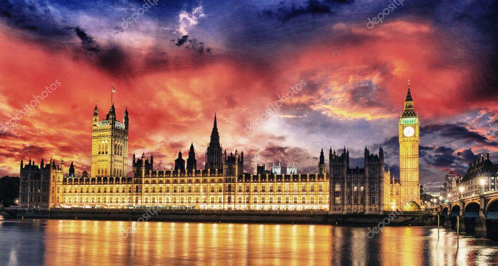 Colori tramonto sopra il big ben e la casa del parlamento for Immagini del parlamento