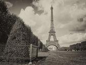 Paříž, la tour eiffel. krásný výhled na slavnou věž