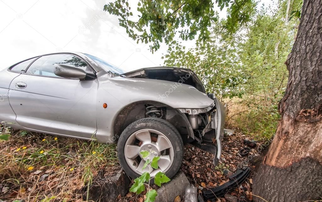 Car crashed against tree