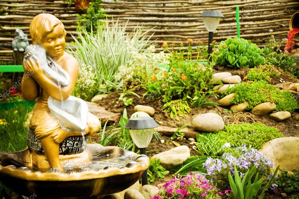 Lanscape ontwerp van het huis tuin u2014 stockfoto © fajnokg #25982611