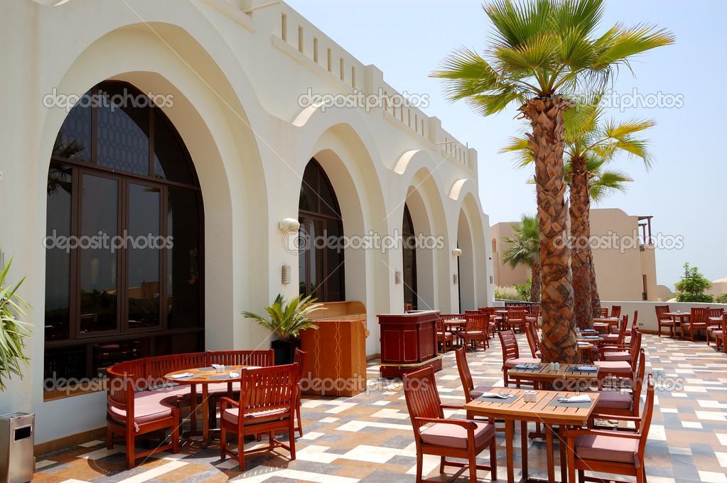 La Terrazza Del Ristorante Dell Hotel Di Lusso Ras Al