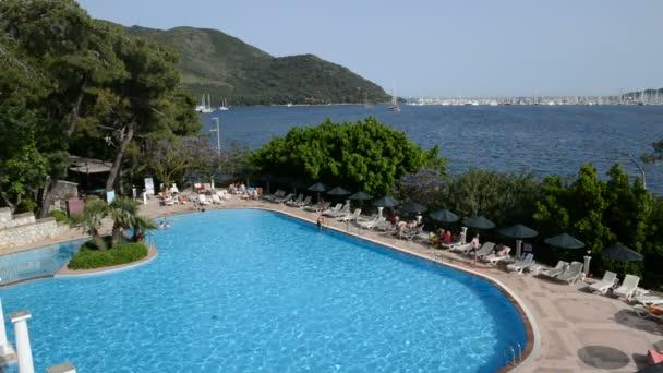 Yüzme Havuzu ve görünümü üzerinde Yatlar liman, marmaris, Türkiye