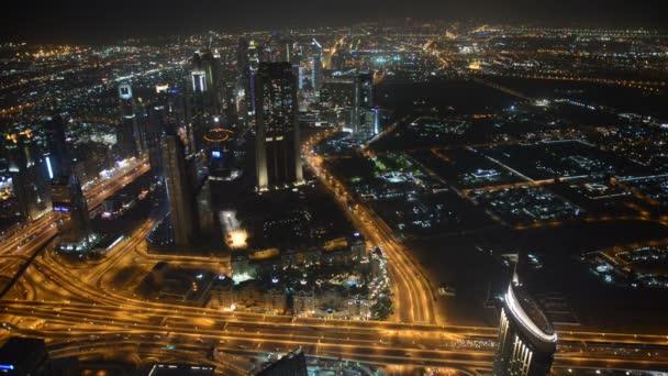 Dubaj, Spojené arabské emiráty - 10. září: noční pohled na město, 10 září 2013, Dubaj, Dubaj Spojené arabské emiráty. v městě umělý kanál délce 3 km podél Perského zálivu