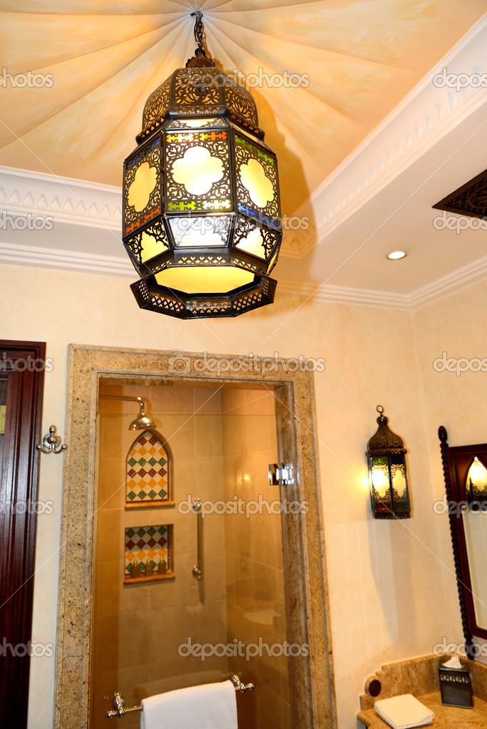 badkamer inrichting in Arabische stijl in de luxe hotel, dubai, u ...
