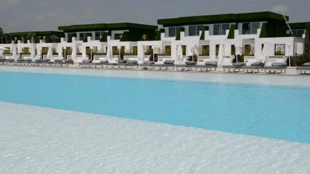 Das Schwimmbad an der moderne und luxuriöse Hotel, Antalya, Türkei