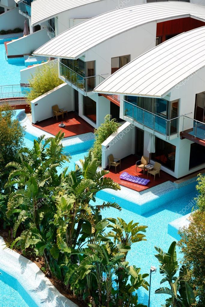 Moderne villen mit pool  Villen mit Swimming Pool im Luxus Hotel, Antalya, turke ...