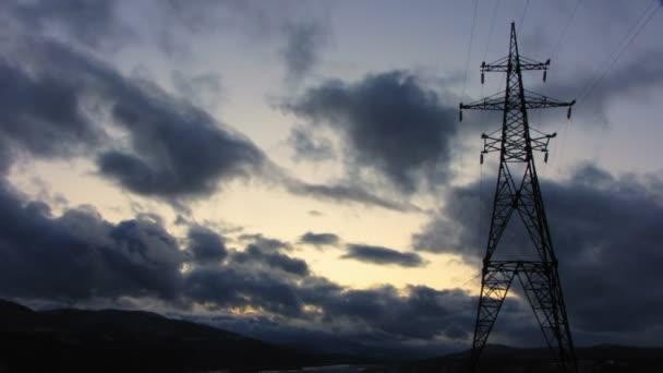 elektrické vedení na východ slunce