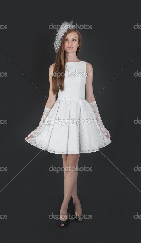 998009e97c01 Slim ragazza in abito da sera bianco — Foto Stock © Argument  27016867