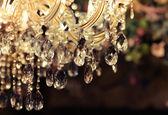 Detailní záběr lustru Chrystal