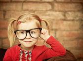 Fotografie lustige kleine Mädchen mit Brille