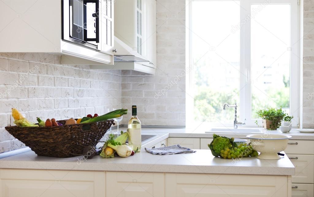 Classica cucina bianca a casa — Foto Stock © dasha11 #50427037
