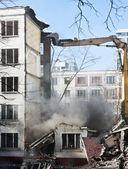 demolice staré a zchátralé činžovního domu
