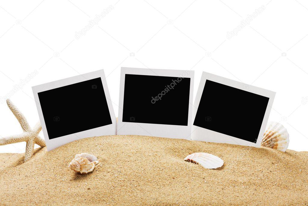marco de fotos en la arena del mar aislada — Fotos de Stock ...