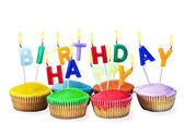 barevné šťastné narozeniny koláčky se svíčkami