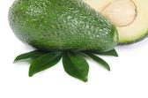 Fotografia avocado fresco isolato su sfondo bianco