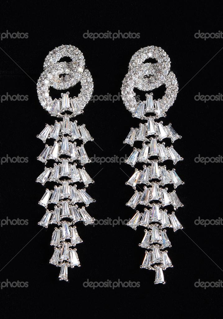 stříbrné náušnice s drahokamy — Stock Fotografie © voronin-76  50802581 ff53c907598