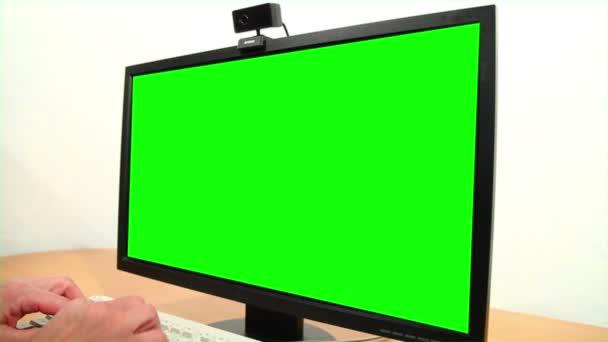 zelená obrazovka monitoru a klávesnice