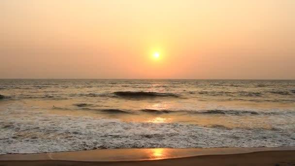 večerní scéna s západ slunce na moři