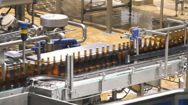 pivo továrny interiér s mnoha strojů