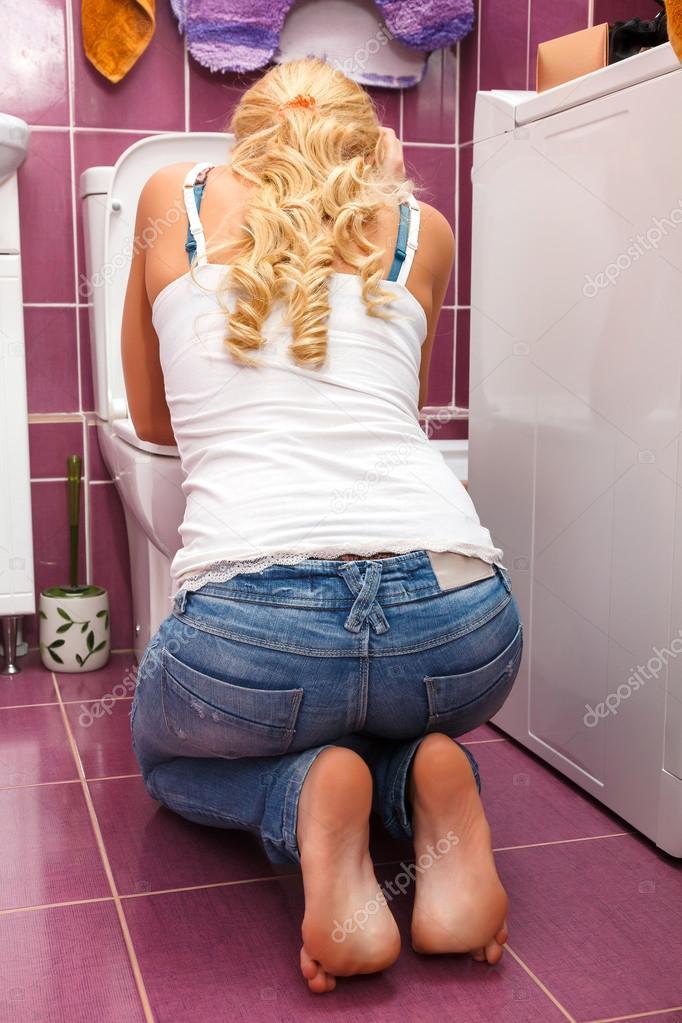 ebut-shikarnih-zhenshin-v-tualete-smotret-krasiviy-eroticheskiy-massazh