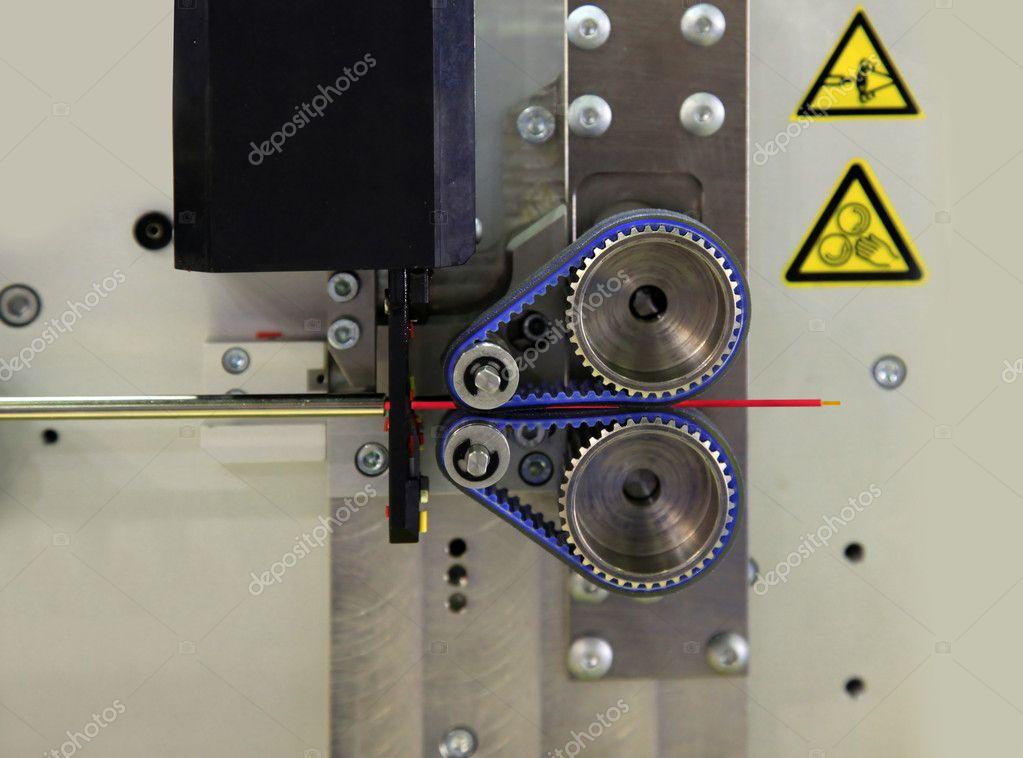 Maschine zum Schneiden von Draht — Stockfoto © spopov #28544339