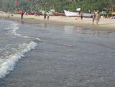 ember sétált a tengerparton