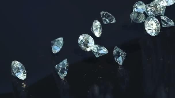 große Diamanten, die sich in Zeitlupe überschlagen