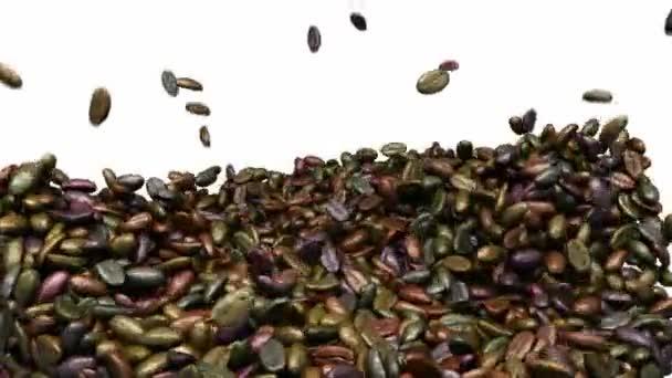 Unsortierte Kaffeebohnen mischen und warf sich mit Zeitlupe