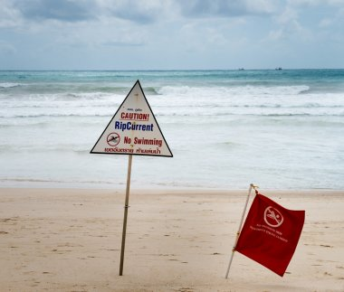 Warning signs about rip current at a beach
