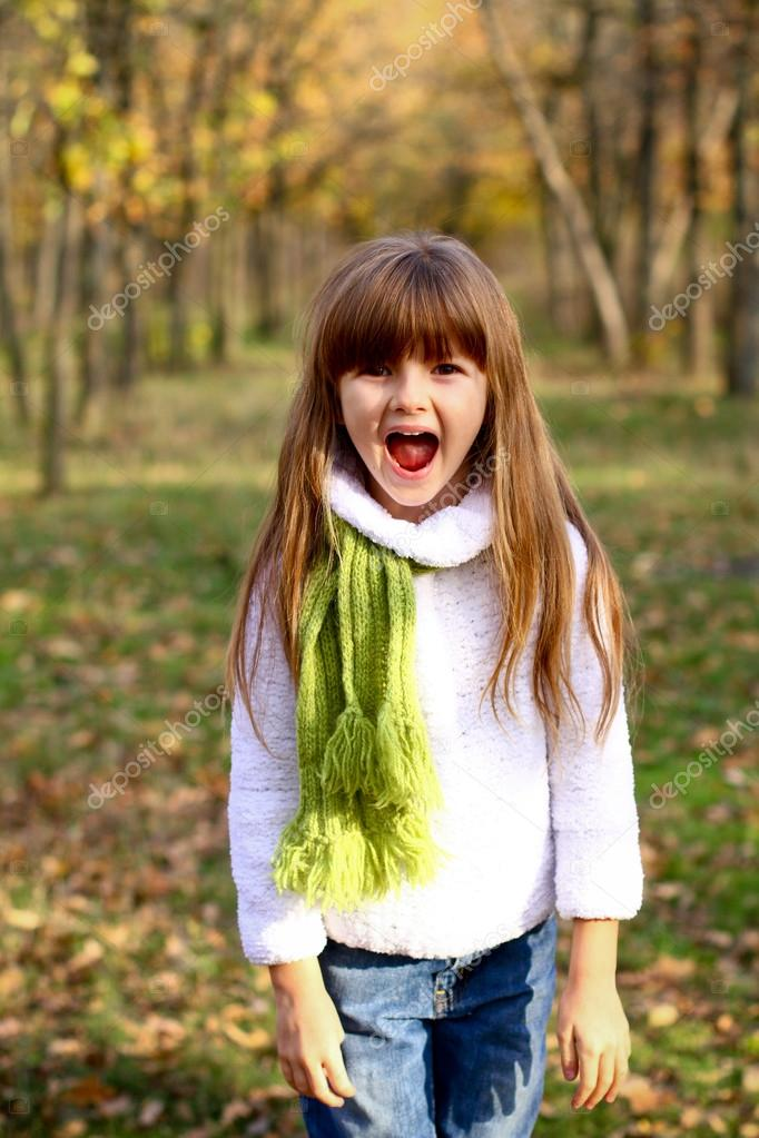 Фотообои Shouting little girl in the autumn forest